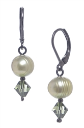 Clansy Pearl Drop Earring - Olivine